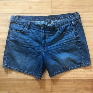 Calvin Klein | Weekend Short Size 14